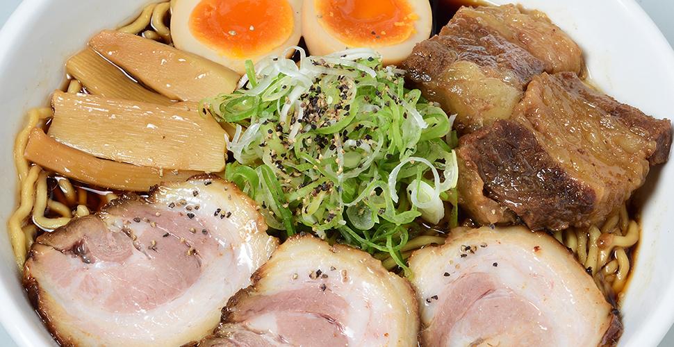 富山ブラック/牛×豚W肉盛り味玉らーめん